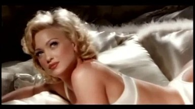 Heather Kozar – Skyfall (Music Video)