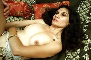 Erotic Indian COUGAR Starlet Adores Hard Cock