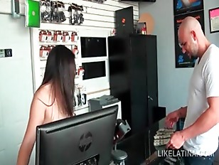 Latina In Big Boobs Sucking A Monster Shaft On Knees