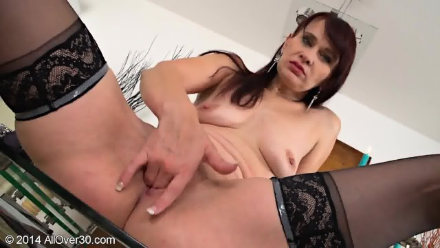 Mommy Stimulates Her Vagina